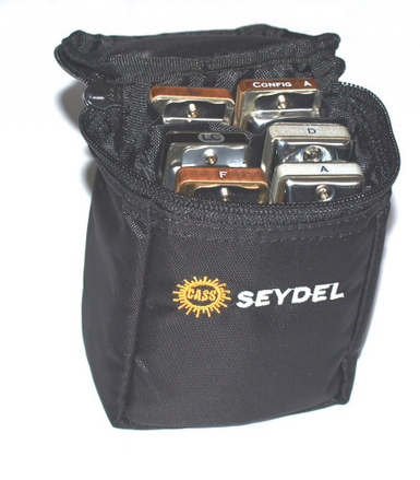 2. Удобную и компактную фирменную поясную сумку на 6 гармошек.